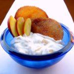 Yogurt Greco con Pesche e Cialdine allo Zucchero