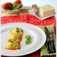 Ravioli Ripieni di Parmigiano Reggiano e Stracciatella di Bufala su Crema di Pomodori Freschi