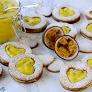 Biscotti con Passion Fruit Curd