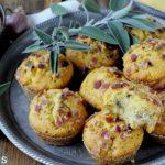 Muffins Salati di Farina di Mais con Salvia, Scalogni e Pancetta