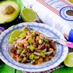 Insalata di Riso Rosso Integrale con Salmone, Avocado e Cipolla di Tropea