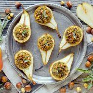 Pere Gratinate Ripiene di Quinoa con Gorgonzola Piccante, Salvia e Nocciole