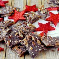 Pecan Christmas Crack – Crackers Salati con Caramello, Cioccolato e Noci Pecan