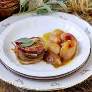 Filetti di Maiale allo Speck e Salvia con Scalogni in Agrodolce
