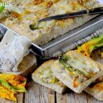 Focaccia Integrale con Fiori di Zucca, Gorgonzola e Semi di Girasole