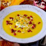 Vellutata di Zucca all'Arancia con Yogurt Greco, Melagrana e Pinoli